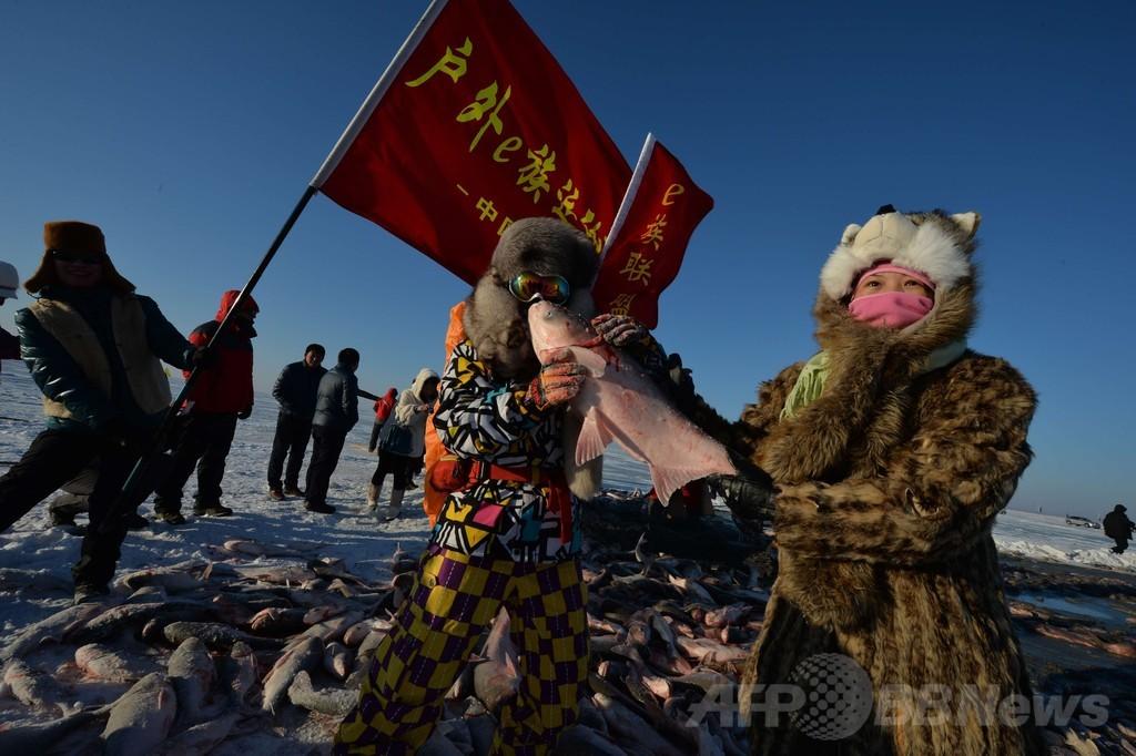 モンゴル族の伝統的な網漁始まる、初物は500万円 中国