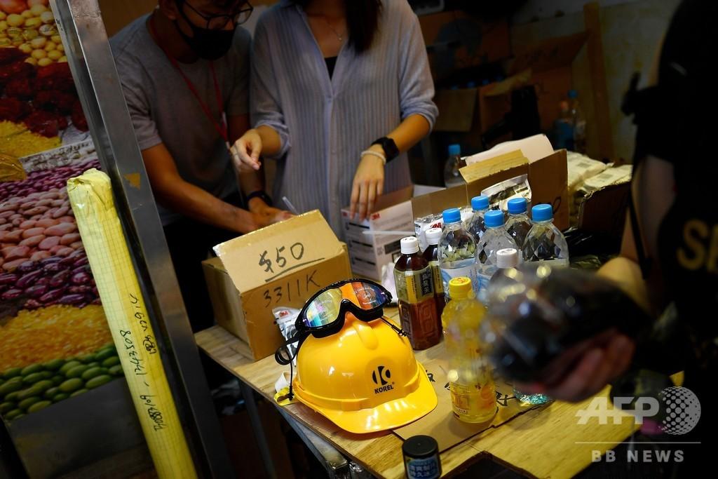 香港の若者に人気のポップアップ店、売れ筋はガスマスクやヘルメット
