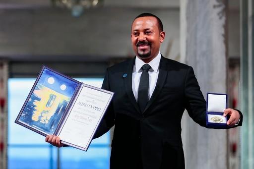 ノーベル賞授賞式 平和賞受賞のエチオピア首相が旧敵たたえる