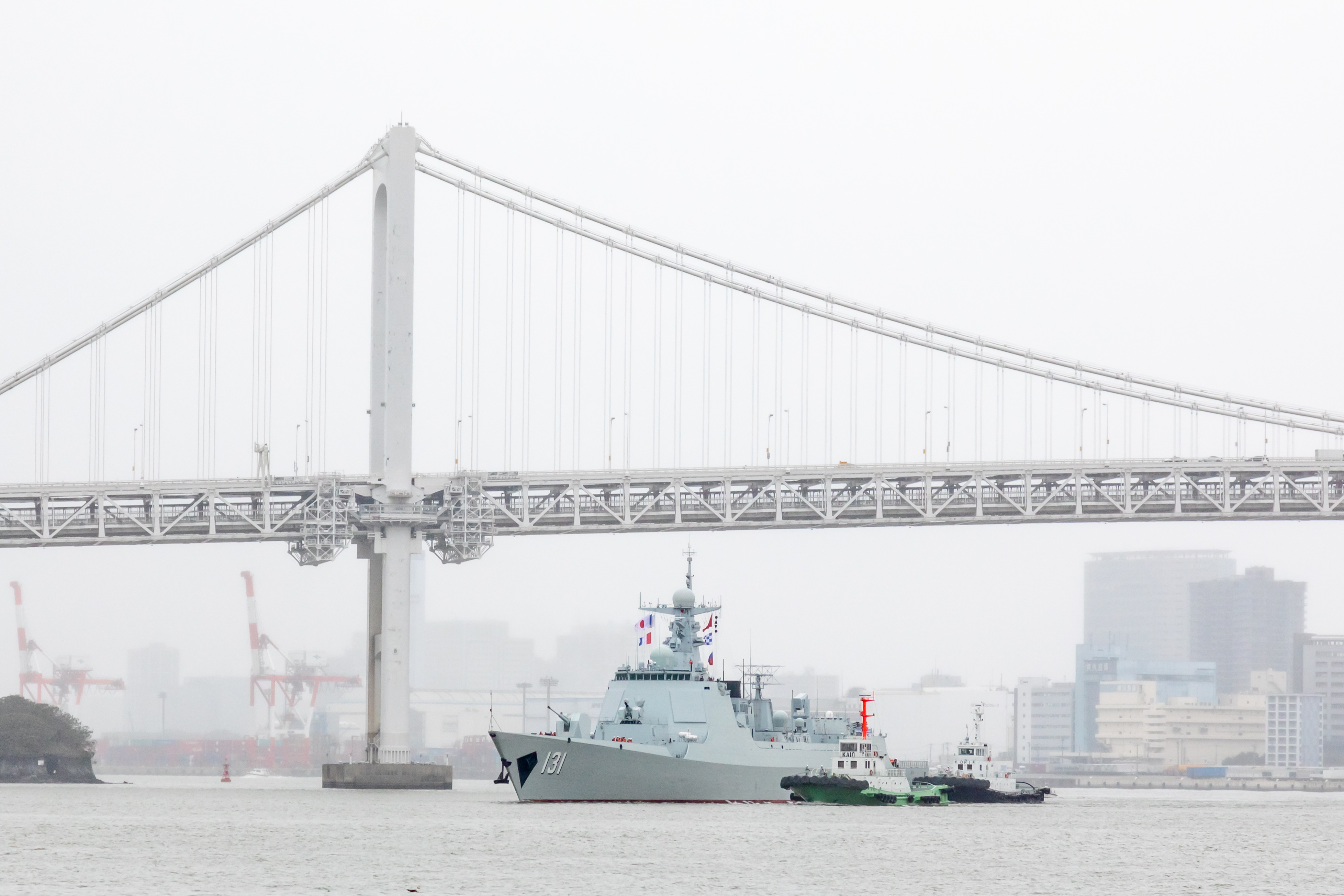 中国海軍ミサイル駆逐艦「太原」、東京に寄港 台風被災者にお見舞いも