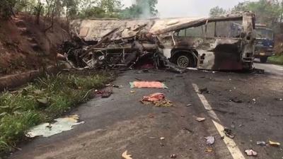 動画:ガーナでバス2台が正面衝突 60人死亡、28人負傷か