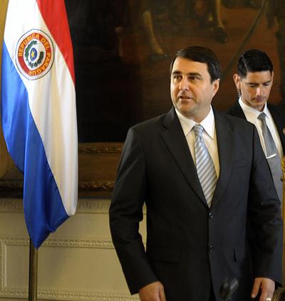 パラグアイのルゴ大統領、弾劾で罷免 「議会によるクーデター」との非難も