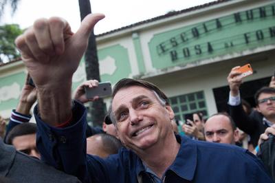 ブラジル大統領選、ロナウジーニョ氏が極右候補への支持表明