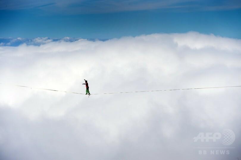 雲の上の綱渡り、スイスでスラックライン大会 写真11枚 国際ニュース ...