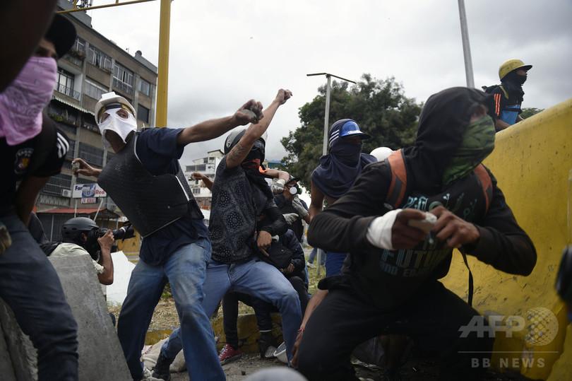 ベネズエラ反政府デモの死者100人突破、国際社会が懸念
