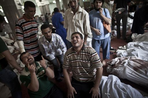 エジプトのモルシ派強制排除、世界各国が非難 死者578人に
