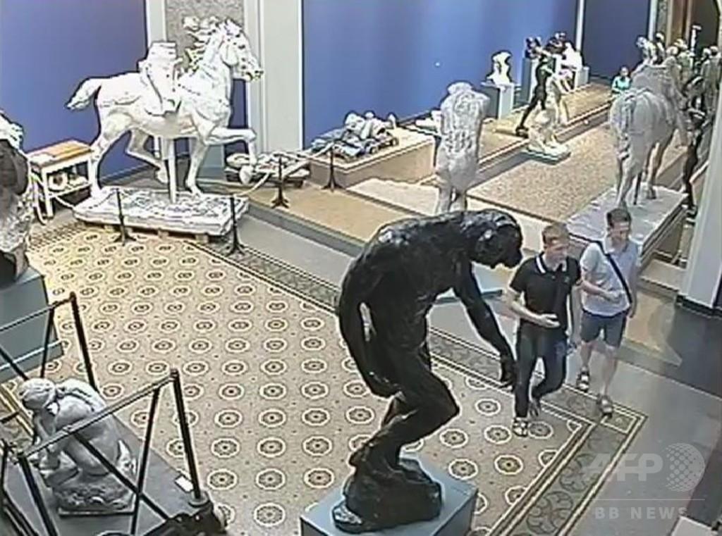 美術館で白昼ロダンの胸像盗まれる、2人組の画像公開 デンマーク