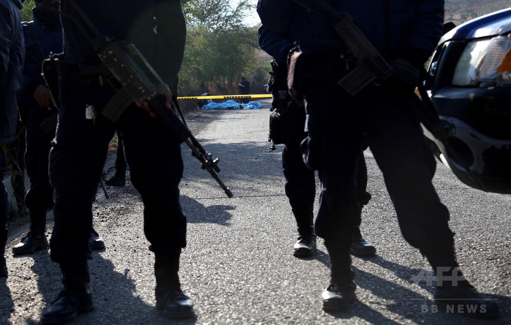 武装集団が現金輸送車を襲撃、7人死亡 メキシコ