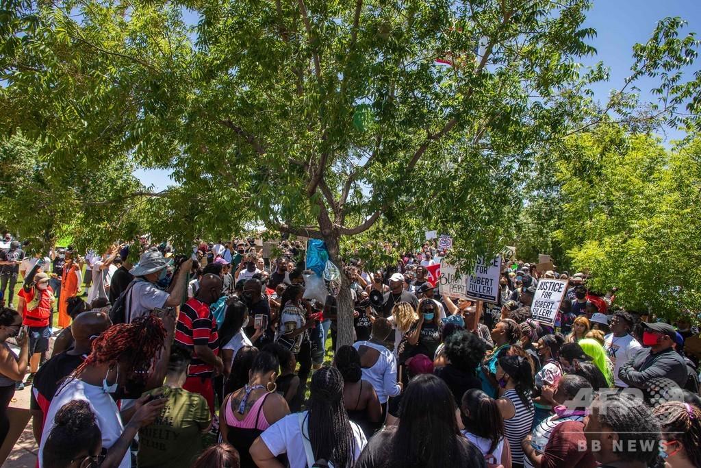「人種差別によるもの」 木からつり下がった黒人男性の死に住民らが主張