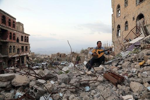 【今日の1枚】音楽はステージを選ばない、倒壊ビルに響くメロディー
