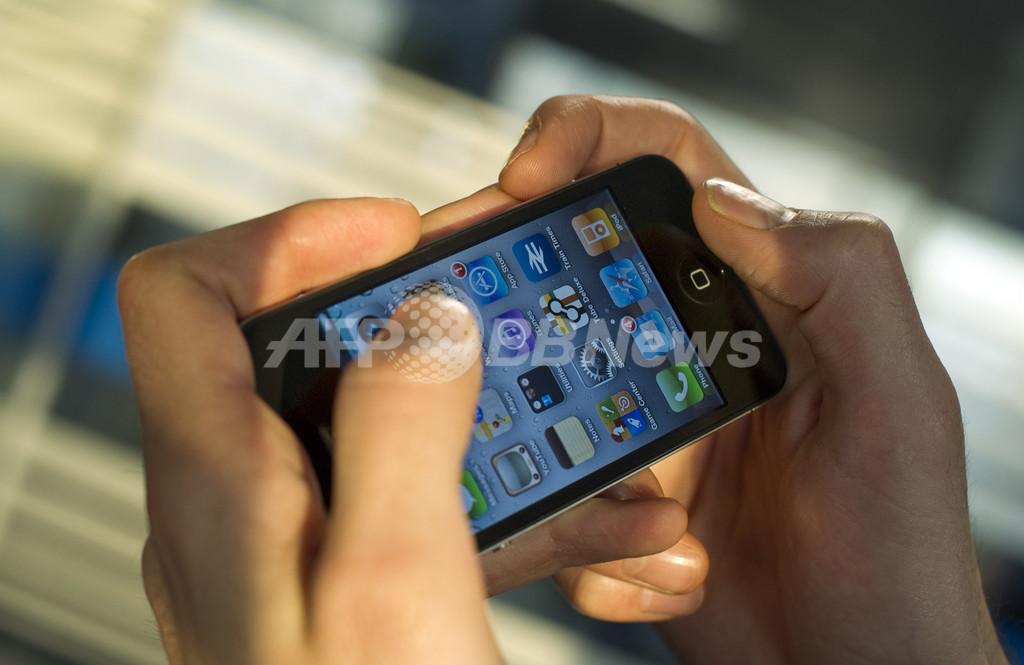 スマートフォン使用で体を痛める人が増加、使いすぎにご用心