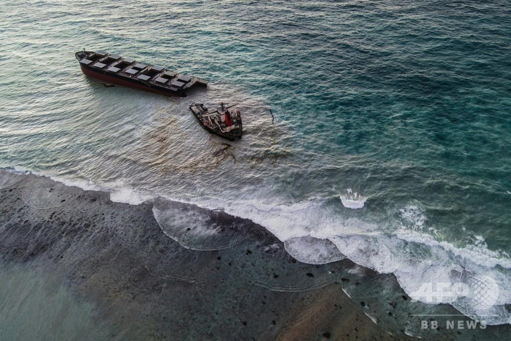 モーリシャス沖で重油回収に当たる船同士が衝突、2人死亡