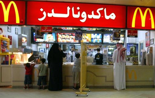 サウジアラビア、飲食店の男女別の入り口を廃止