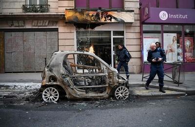 デモ被害続出のパリ市内、「黄色いベスト」運動から一夜明け