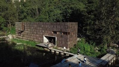 動画:自然のど真ん中に木造図書館 「本の虫」引き付ける 北京郊外
