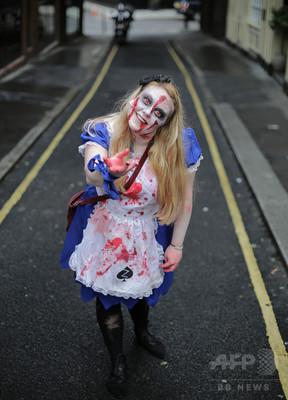 英各地に「殺人ピエロ」出没、ハロウィーン控え警察が警戒