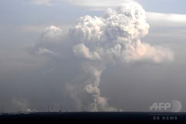 ウクライナで弾薬庫爆発、2万人避難 「破壊工作」と軍