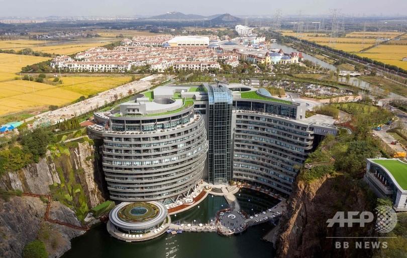 高さ88メートル、採石場跡地の崖沿いに高級ホテル 中国