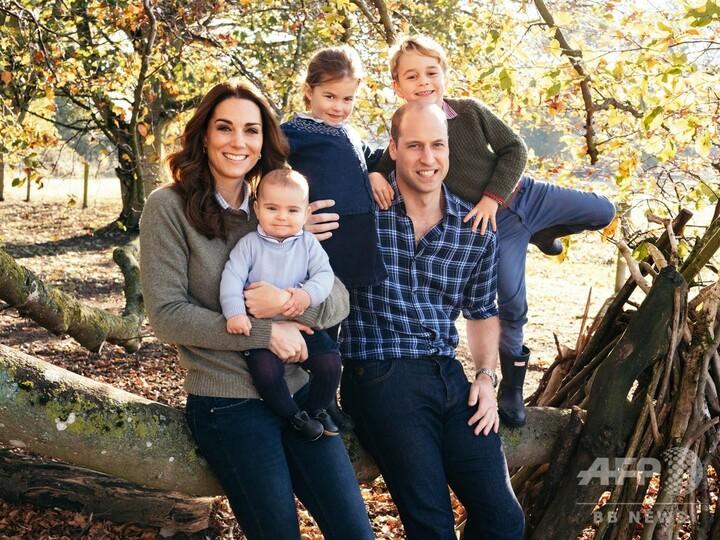 英王室、クリスマスカード用の写真を公開