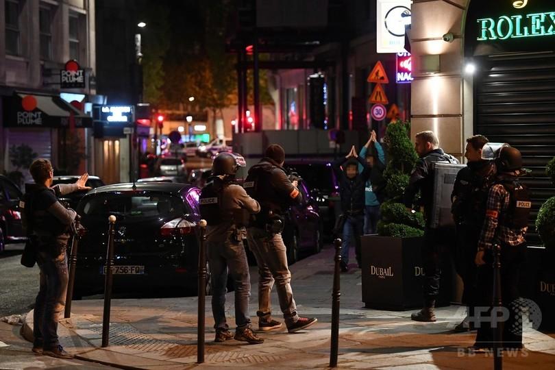 「皆われ先に逃げた」 パリ銃撃で周辺はパニックに 目撃者証言