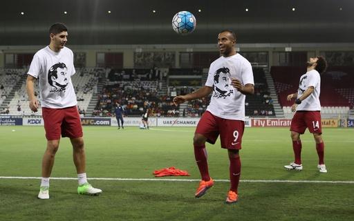 カタール代表選手が首長支持のTシャツ着用、FIFAから懲戒処分か