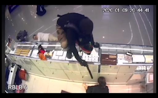 タイ宝飾店に拳銃強盗、2歳男児ら3人死亡