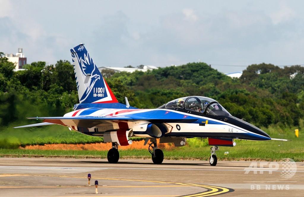 軍事面で「自立」余儀なくされる台湾、自主開発の練習機を初公開