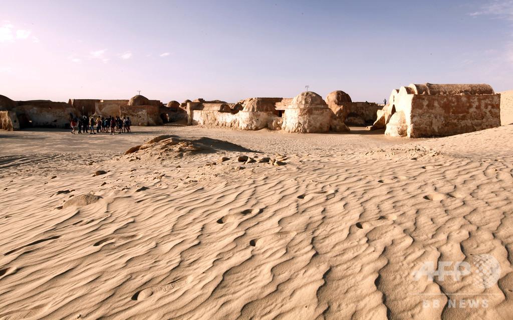 『スター・ウォーズ』ロケ地の砂漠でエレクトロフェス、チュニジア