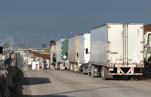 米・メキシコ、「不要な」出入国制限で合意