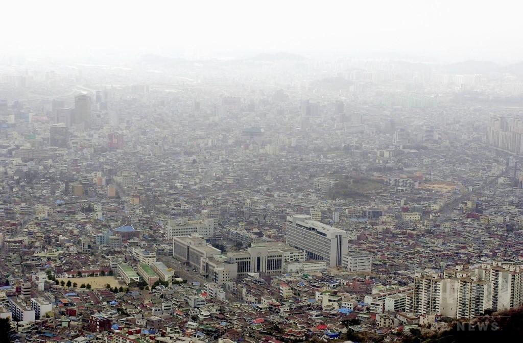 学生が飛び降り自殺、家族連れの男性巻き込まれ死亡 韓国