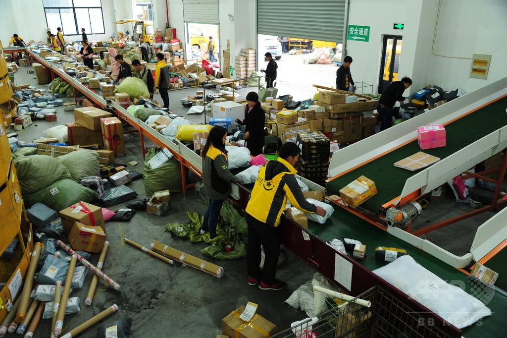 中国宅配便の現場 荷物を投げる作業員「丁寧に扱ってほしければ追加料金」