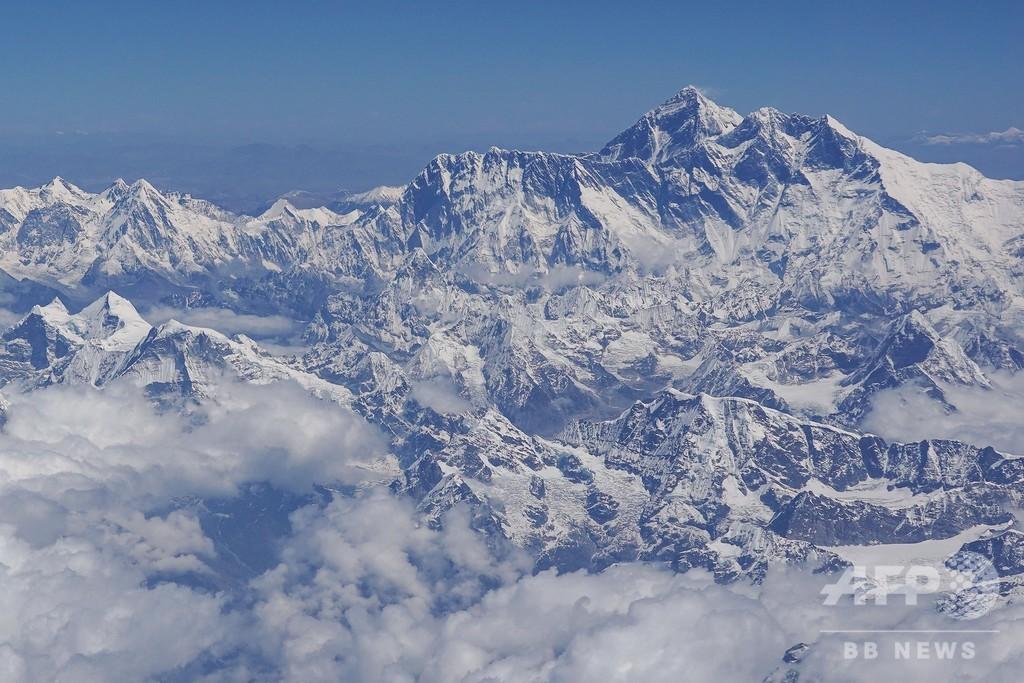 エベレスト、登山許可証発給数が過去最高に 渋滞や安全性に懸念