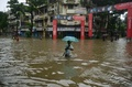 インド・ムンバイが豪雨で冠水、5人死亡 交通網まひ