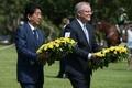 安倍首相、旧日本軍空襲の豪ダーウィン訪問 慰霊碑に献花