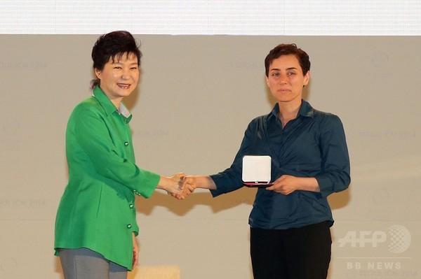 「数学のノーベル賞」で女性初受賞、イラン出身の米大教授