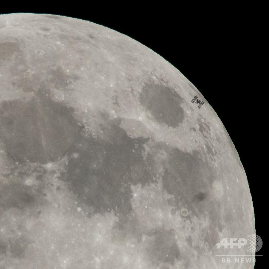 中国が月面探査機打ち上げ 世界で初めて月の裏側着陸へ