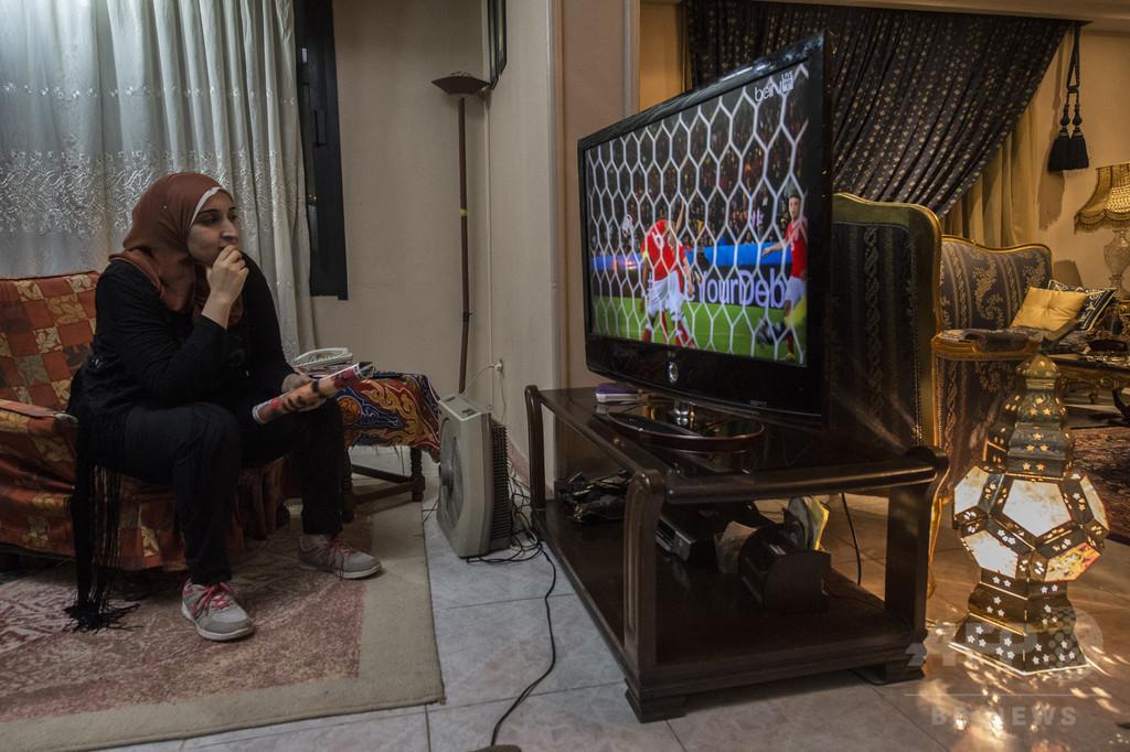 エジプト国営テレビの女性キャスター、減量するまで出演禁止に