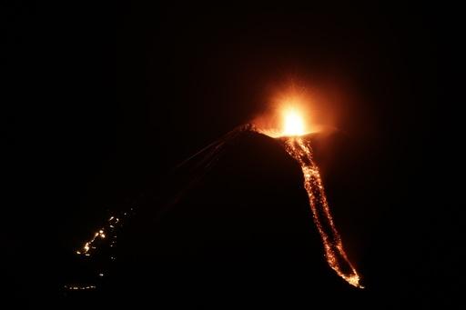 中米ニカラグアでモモトンボ火山が噴火