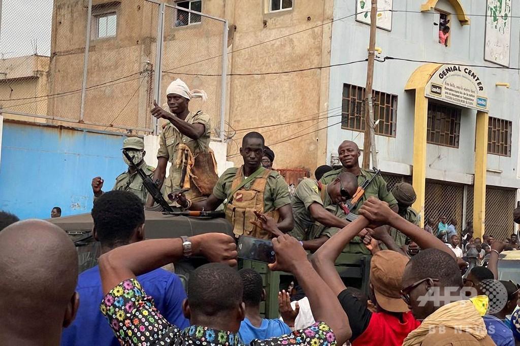 マリでクーデターか 反乱兵が大統領と首相拘束
