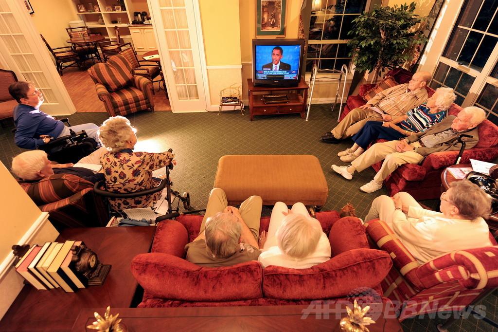 高齢者、座る時間が長すぎると健康リスクに 研究