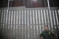 トランプ氏、「国境の壁」実現へ大統領令 メキシコ不法移民阻止で