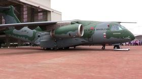 動画:ブラジル・エンブラエル社、新型輸送機KC-390を公開