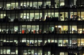 産休明けエリート女性公務員、午前5時に出勤 職場で死亡 韓国