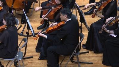 動画:皇太子さまがビオラ演奏、母校の卒業生らと演奏会出演