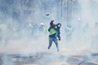 動画:仏抗議デモ「黄色いベスト」再び、1385人を拘束