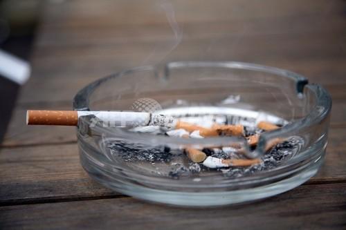 中年期のタバコ吸い過ぎで認知症リスク2倍以上に