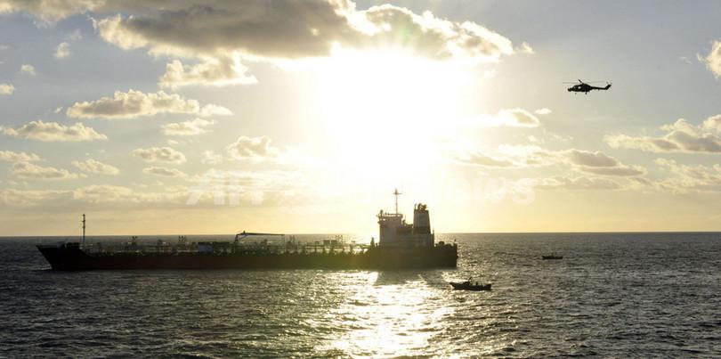 韓国海軍、ソマリアの海賊8人射殺 船員を全員救出