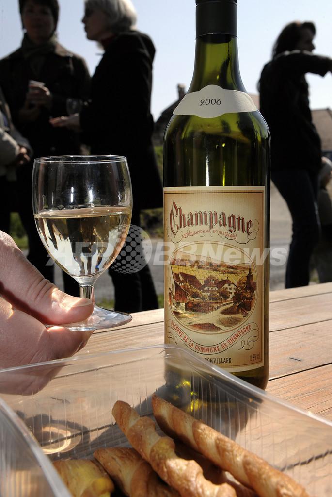 スイス・シャンパーニュ村、名称使用禁止でフランスに激怒