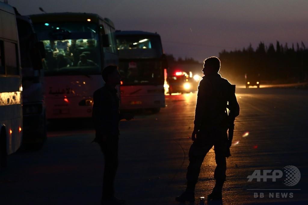 シリア政権側部隊、反体制派乗せたバスに発砲 少年1人死亡