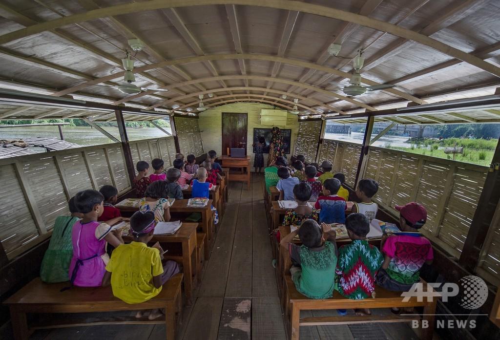 洪水でも勉強できる「水に浮かぶ学校」、バングラデシュ